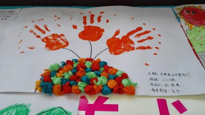 小(2)班手指印画《春天的小花》图片